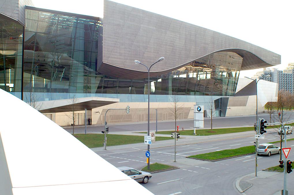 Museum BMW переход между BMW Welt