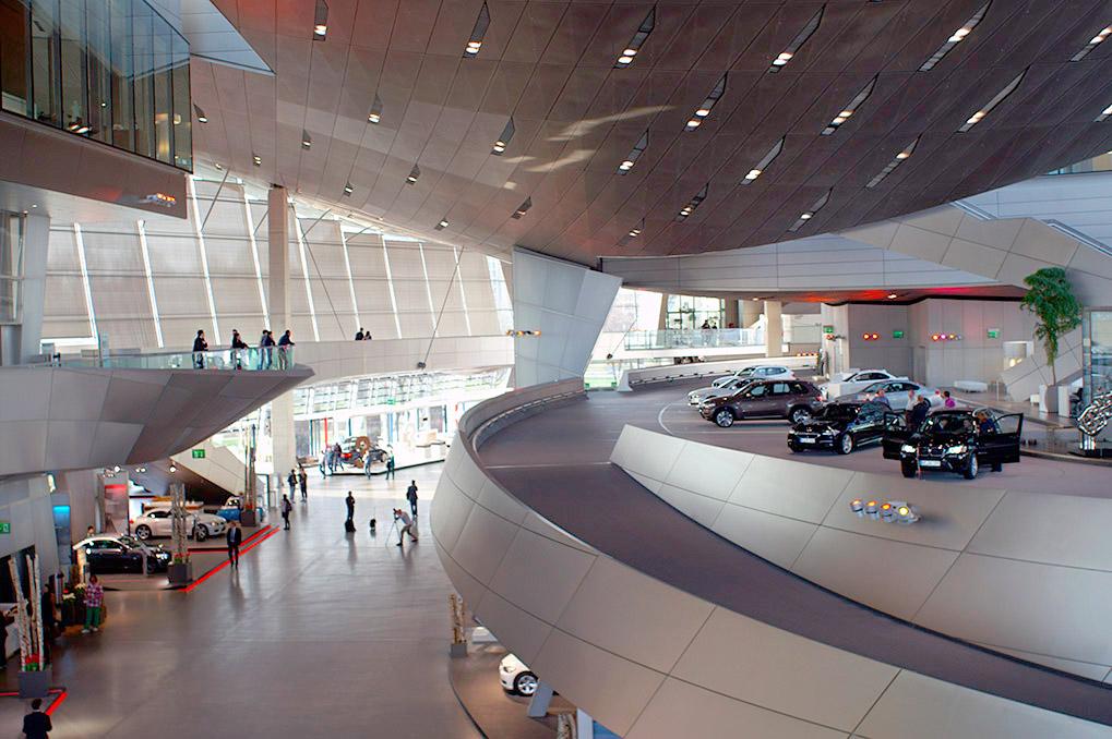 BMW Museum внутри BMW Welt