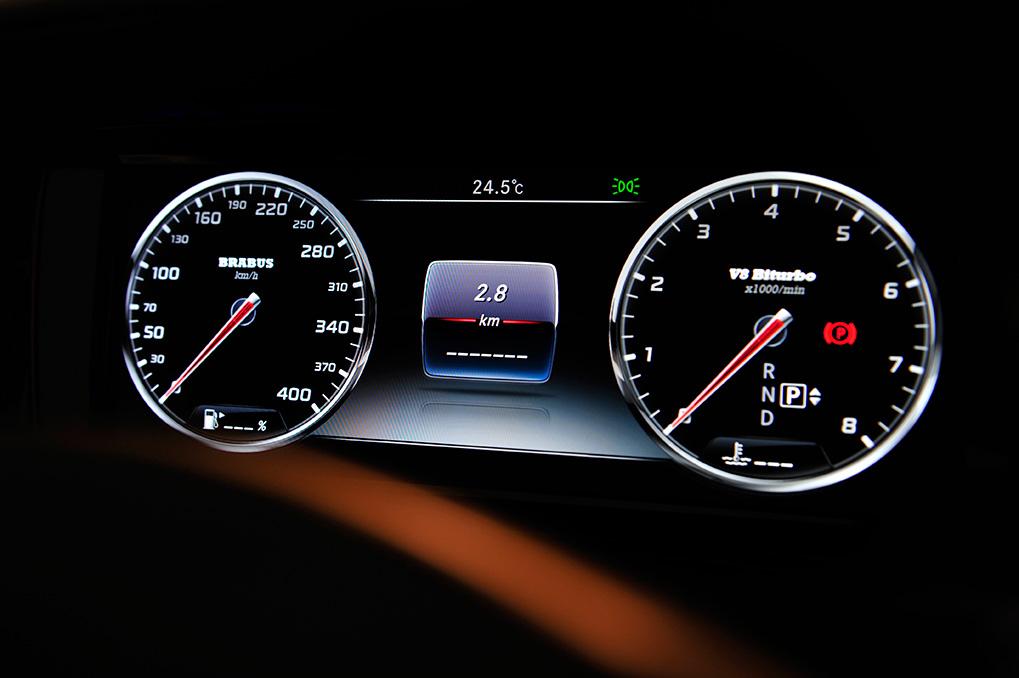 Brabus Mercedes-Benz S63 Coupe панель приборов до 400 км/ч