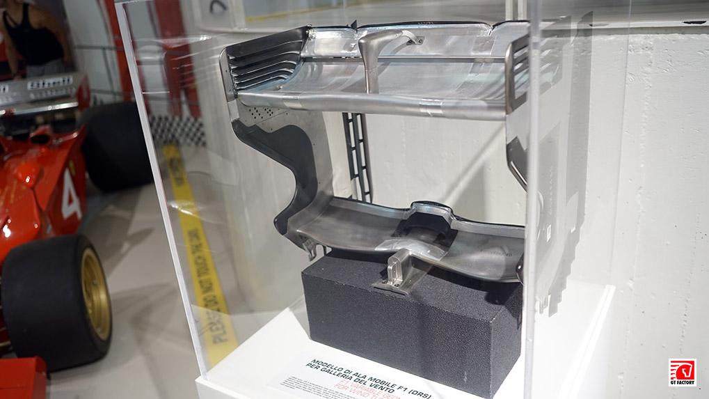 Масштабный макет антикрыла для тестирования в аэродинамической трубе Музее ferrari в Маранелло