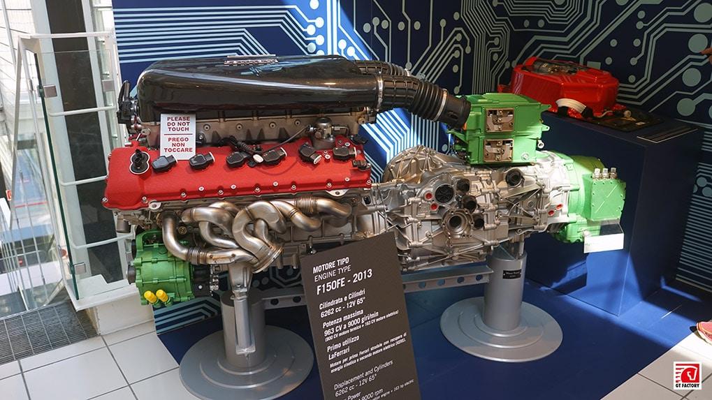 Музей Ferrari двигатель LaFerrari