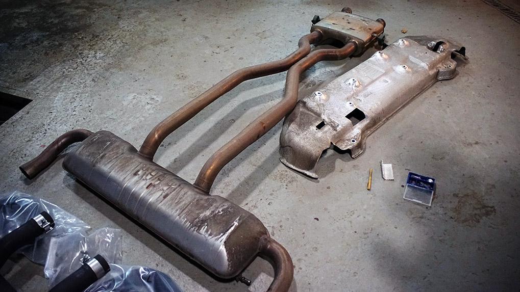 Mercedes-Benz ML63 W166 Brabus оригинальный выхлоп и подготовка теплового экрана к установке