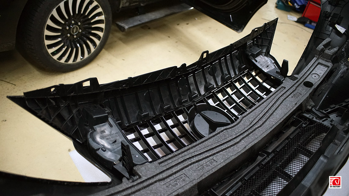 Установка решетки радиатора в стиле AMG GT для Mercedes-Benz A45 AMG W176